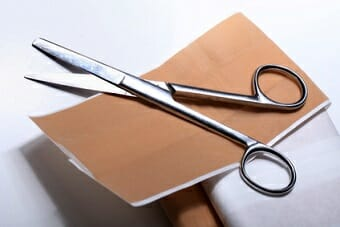 First aid: Path and scissors